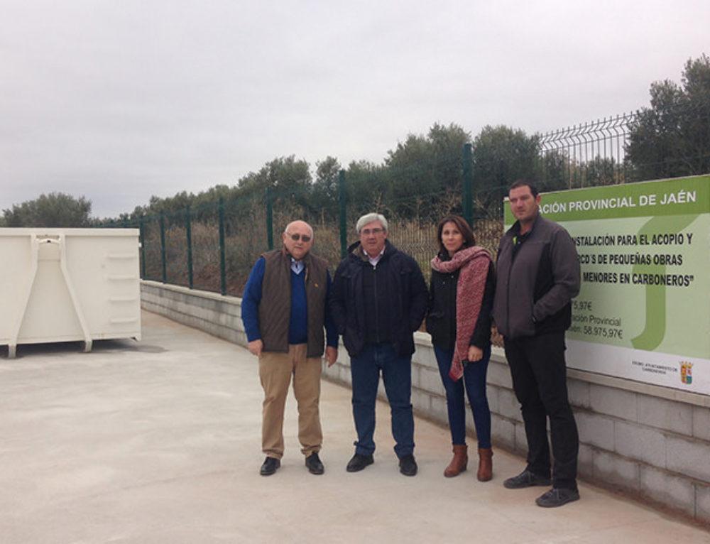 Bartolomé Cruz visita en Carboneros el punto de acopio de residuos de la construcción y la demolición.