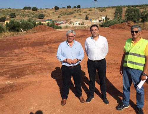 El diputado de Servicios Municipales visita en Navas de San Juan las obras en el acceso a la planta de tratamiento de RCDs