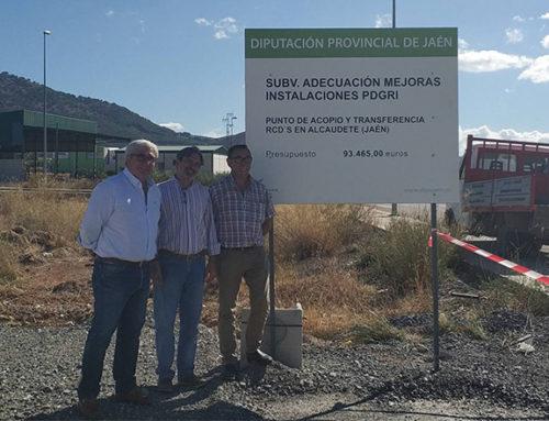 El diputado de Servicios Municipales visita las obras del punto de acopio de residuos en Alcaudete