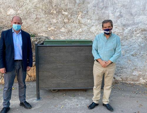 Chiclana de Segura se beneficia de distintas actuaciones de Diputación para mimetizar los contenedores