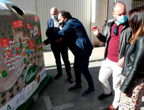 Torredelcampo pone en servicio nuevos contenedores de vidrio en el marco de la campaña «Reto Mapamundi»
