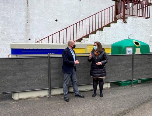 José Luis Hidalgo visita en Fuensanta de Martos los sistemas de contención de contenedores financiados por Diputación